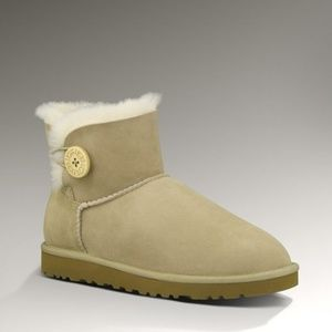 UGG AUSTRALIA TAN MINI BAILEY BUTTON BOOTS 8